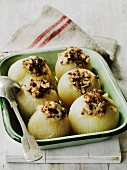 Stuffed onions with cheese and breadcrumbs