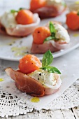 Ham parcels filled with cream cheese and melon
