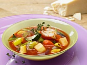 Minestrone with gratinated tomatoes