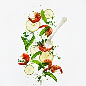 Salad with grilled scampi, mange tout, mint and lime