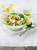 Salad with kiwi, feta and smoked turkey breast