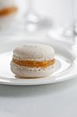 A vanilla macaroon with marmalade