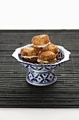 Coconut and lime macaroons with cream filling