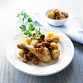 Chicken legs with chanterelle mushrooms and potatoes