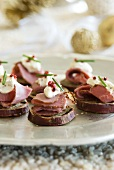 Sweet potato rounds with roast beef (Christmassy)