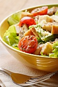 Mixed leaf salad with chicken, tomatoes and croutons