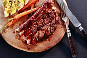 Grilled beef ribs with toast and carrots