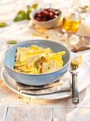 Ravioli ai piselli e pancetta (filled pasta parcels)