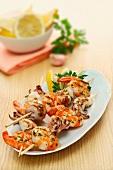 Spiedini gamberi e calamari (prawn and squid kebabs)