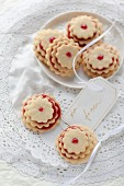 Terrassenplätzchen (jammy biscuit stacks)