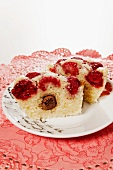 Semolina muffin with raspberries and a praline filling