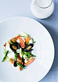 Mussels with peppers and asparagus