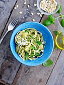 Linguine with pesto and green beans