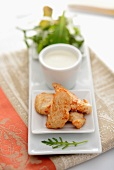 Chicken pieces with dip