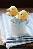 Cake pops decorated to look like Easter chicks