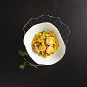 Fried scallops with mango salsa