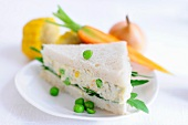 Sandwich triangle filled with tofu and carrot spread