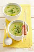 Green pea soup with grissini