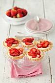 Tartlets with vanilla cream and strawberries