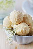White pralines with elderflowers