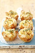 Mini puff pastry pies filled with pears and thyme