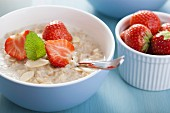 Porridge with strawberries and flaked almonds