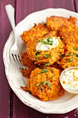 Carrot fritters with yoghurt