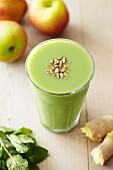 Apple and ginger smoothie with mint