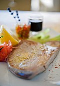 Tuna steak with lemon and tomato