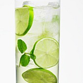 A Hugo cocktail with limes and mint