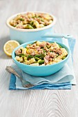 Pasta with tuna, green beans and lemon sauce