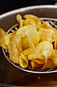 Making potato crisps