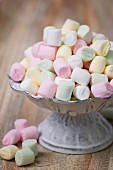 A pile of marshmallows in a bowl