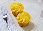 Lemon cupcakes with cream