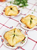 Puff pastry parcels with goat's cheese and pesto