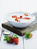 Cold yoghurt soup with strawberries