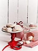 Vanilla meringues as a gift
