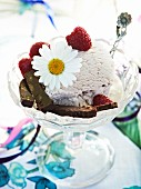 Vanilla ice cream with raspberry, chocolate and a daisy