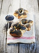 Poppyseed star rolls