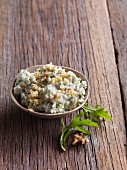 Gorgonzola cream with walnuts