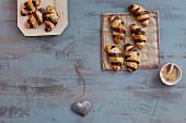 Striped shortcrust pastries