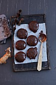Quick gingerbread with chocolate glaze