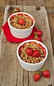 Mini strawberry crumble bakes