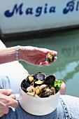 Conchiglie al vino bianco (mussels in white wine, Italy)