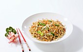 Fried noodles with spring onions and bean sprouts (China)