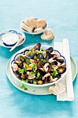 Oriental spicy stir-fried mussels