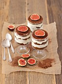 Gingerbread tiramisu with figs