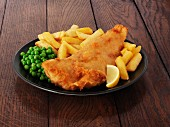 Fish and chips with peas and lemon