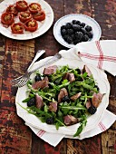Rocket salad with beef and blackberries