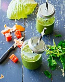 Chard and savoy cabbage smoothies with grapefruit, pear and mint